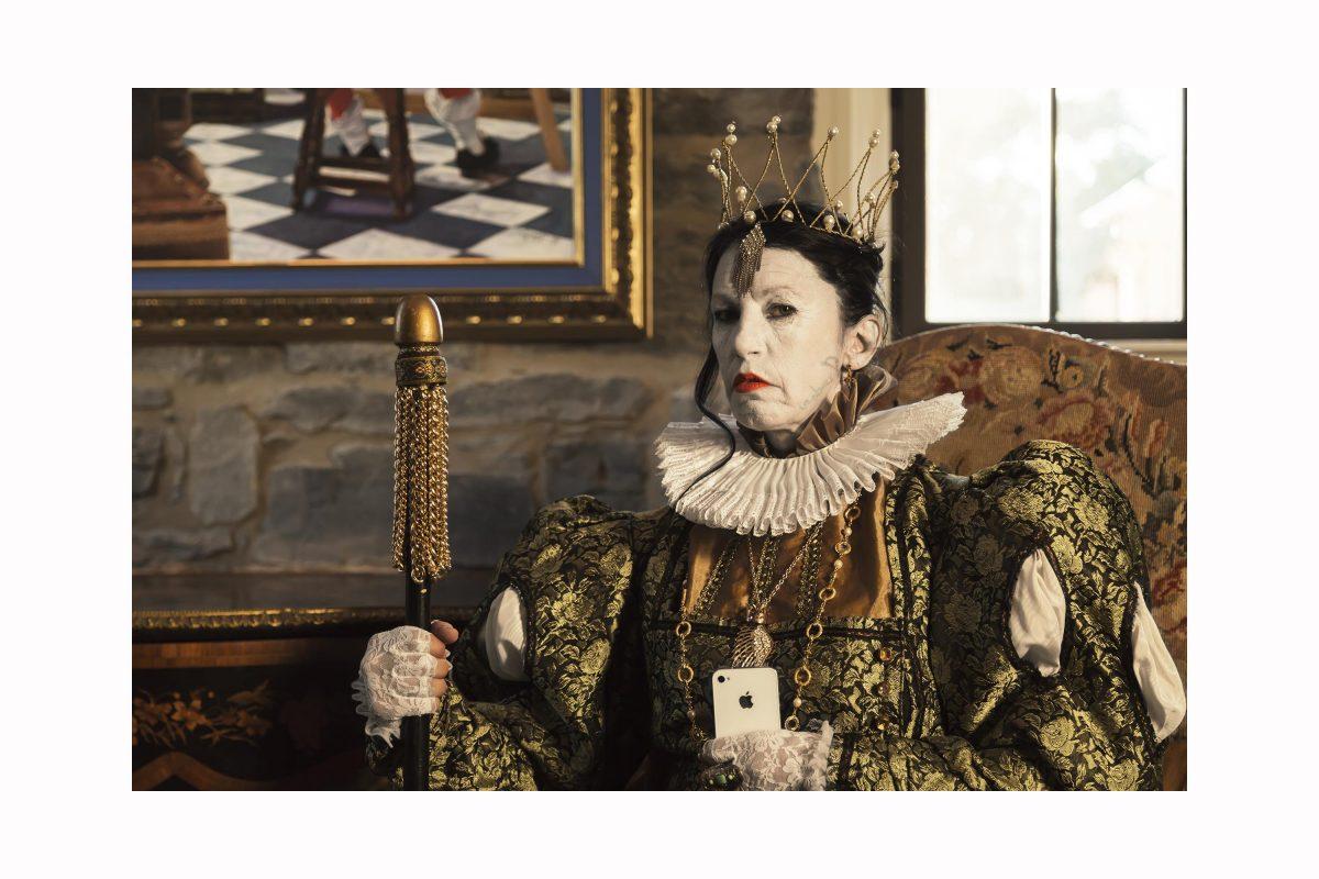 Titre : The Queen vs Suzy (oeuvre issue de l'exposition Décliner votre identité, 2015)